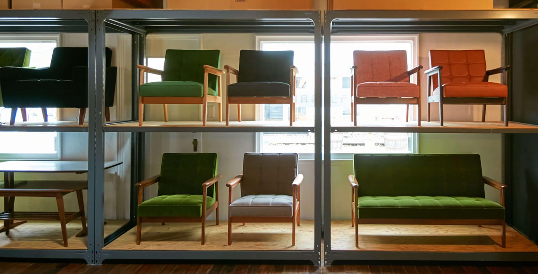 店内に置いてあるカリモク60の家具